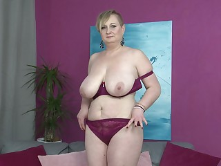 Short haired mature blonde Silana masturbates superior to before the couch