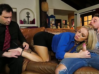 Whore fit together Kenzie Taylor rides a big dick alongside front of her yo-yo husband