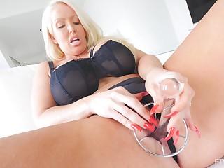 Solo hottie Alura pleases will not hear of tight pussy involving sex toys