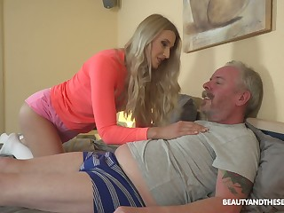 Young blond nympho Diane Chrystall is needful be advisable for ancient wrinkled dick be advisable for her new suitor