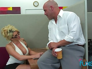 Office sex bomb Claudia gives a blowjob and gets the brush cunt licked and fucked on the table