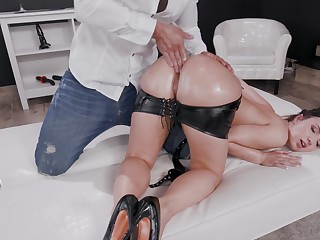 Nude dame fits a mammoth and dominant penis right up her bum